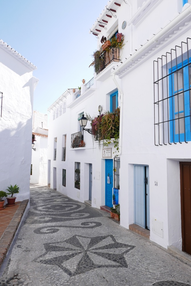 frigiliana-blue-doors-street