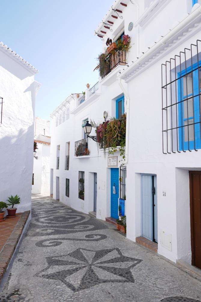 frigiliana-blue-doors-street