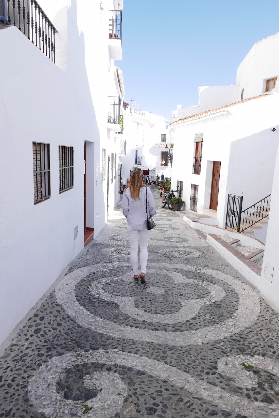 girl-street-frigiliana