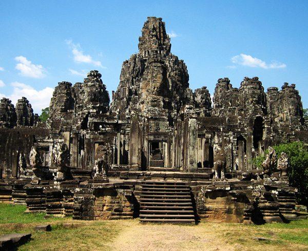 9 REASONS YOU SHOULD VISIT CAMBODIA