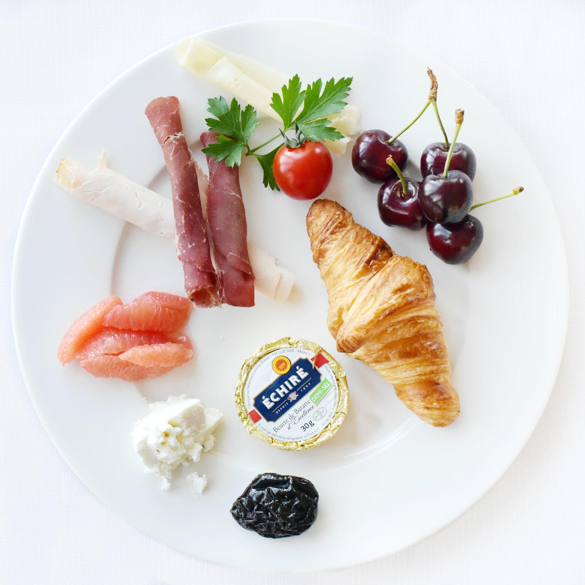 Cannes-Tiara-Breakfast