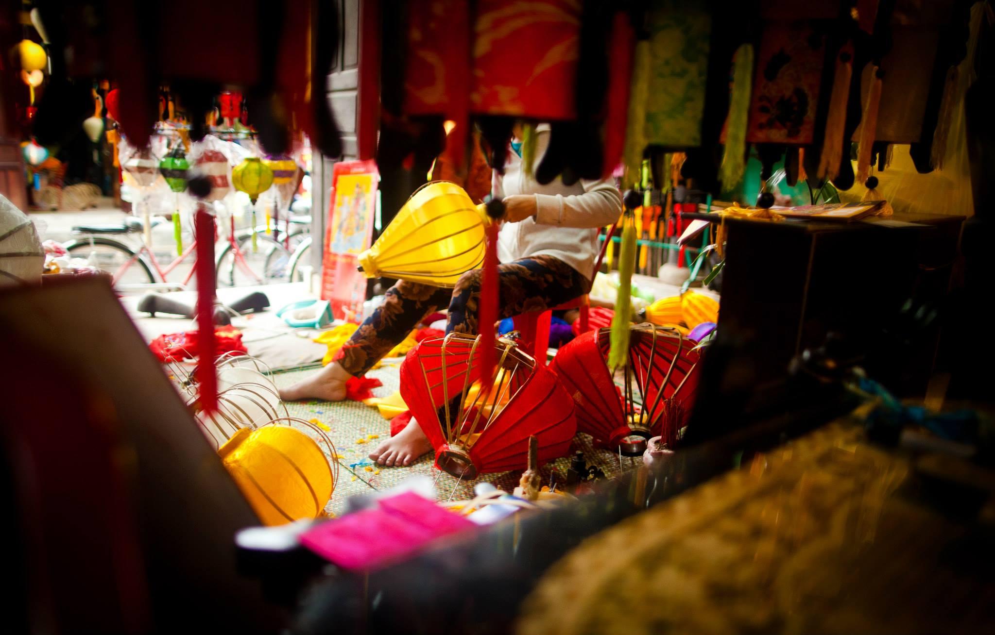 local-artisans-make-lantern