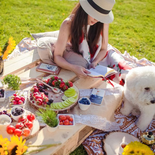 HOW TO PLAN AN EFFORTLESSLY ELEGANT PICNIC