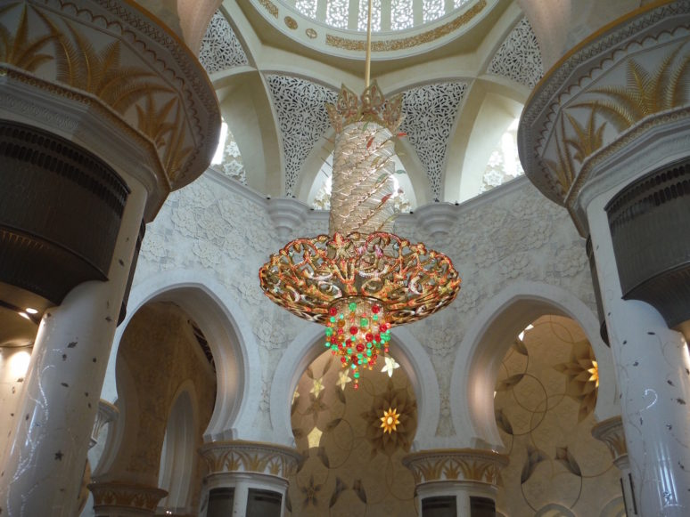 chandelier-inside-sheikh-zayed