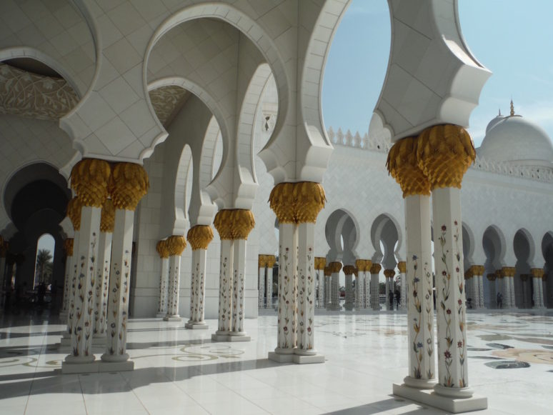 sheikh-zayed-inside-pillars2