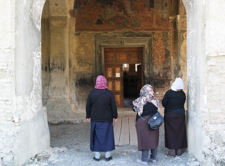 keep-hair-covered-in-religious-buildings-responsibletraveller