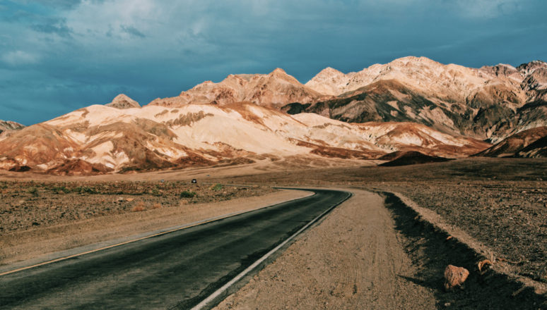 DEATH VALLEY CALIFORNIA: A PHOTOGRAPHERS PARADISE road view