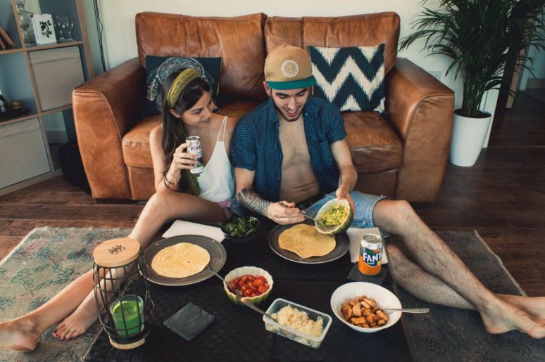 6 TIPS TO MAKE THE MOST OF TRAVELING AS A COUPLE cooking-together-london