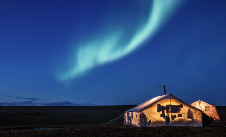 HOW TO SEE THE NORTHERN LIGHTS IN ICELAND blue northern lights