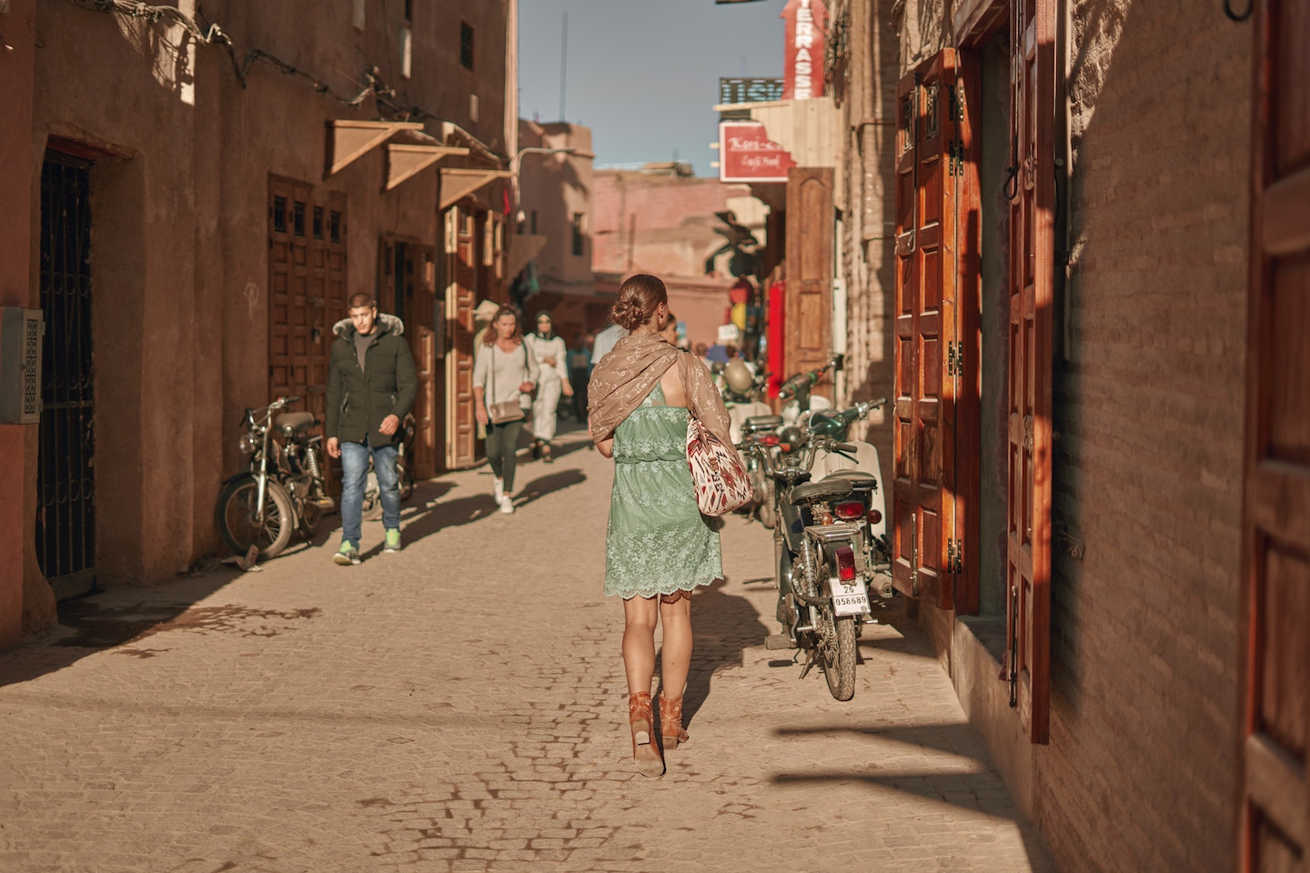 WHAT TO EXPECT DATING ABROAD