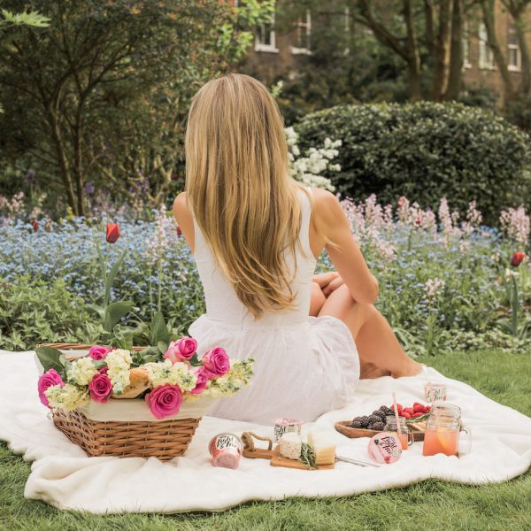 GARDEN PICNIC IN LONDON WITH LIGHT & FREE