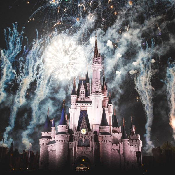 HOW TO LIVE AND WORK IN DISNEY WORLD FOR A SUMMER