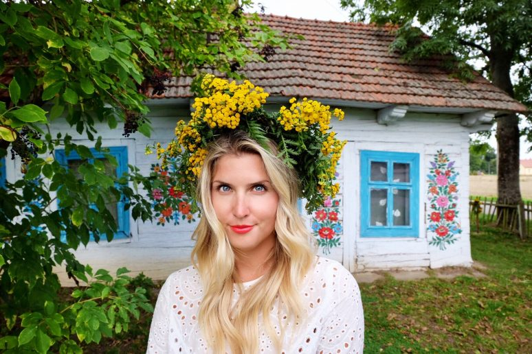 LADIES WE LOVE: ANNA KLOOTS OF TRAVEL OUTSIDE THE BOX
