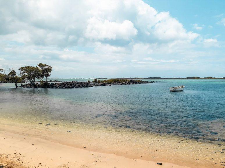 le-bouchon-beach-mauritius
