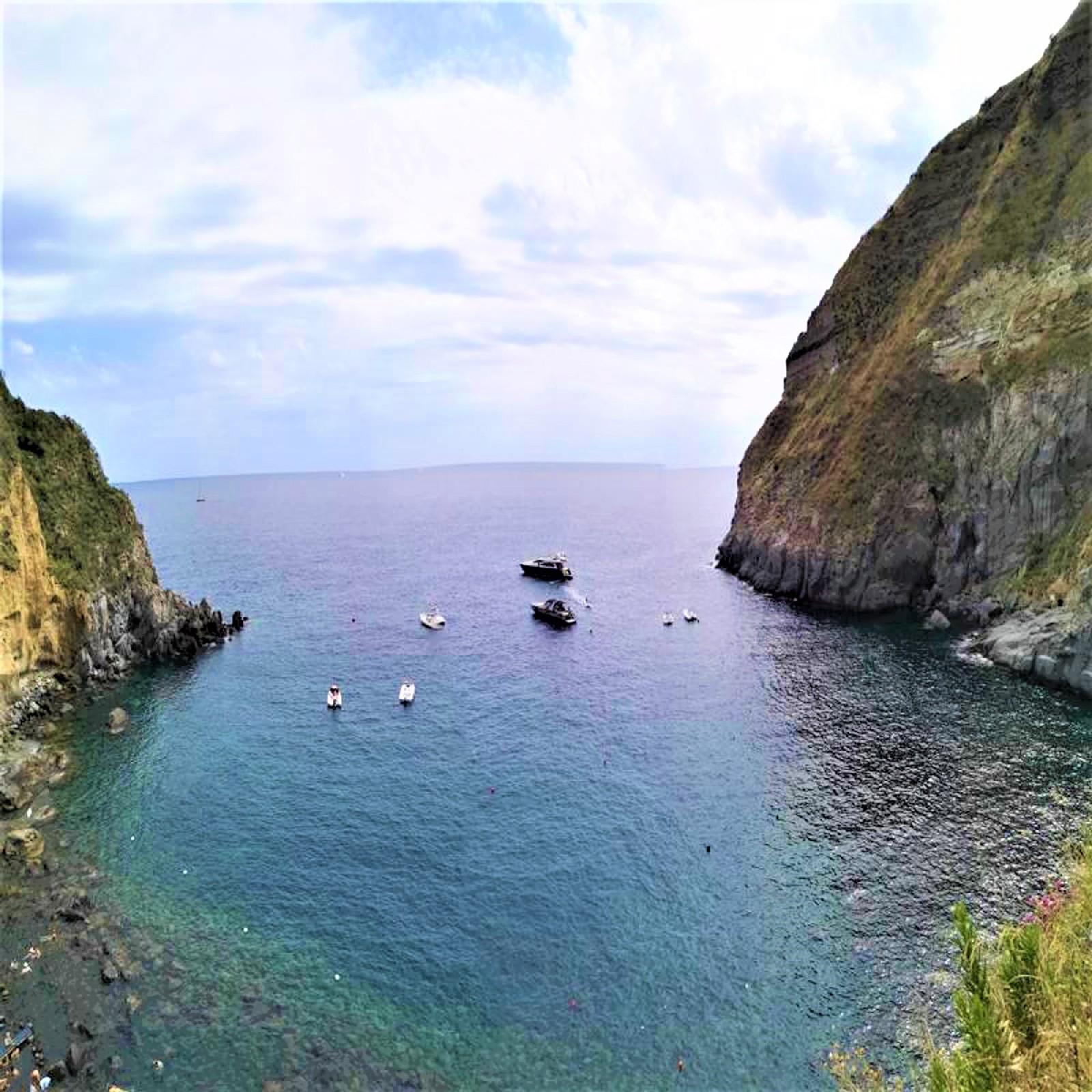 ischia-things-to-do-sorgeto-bay
