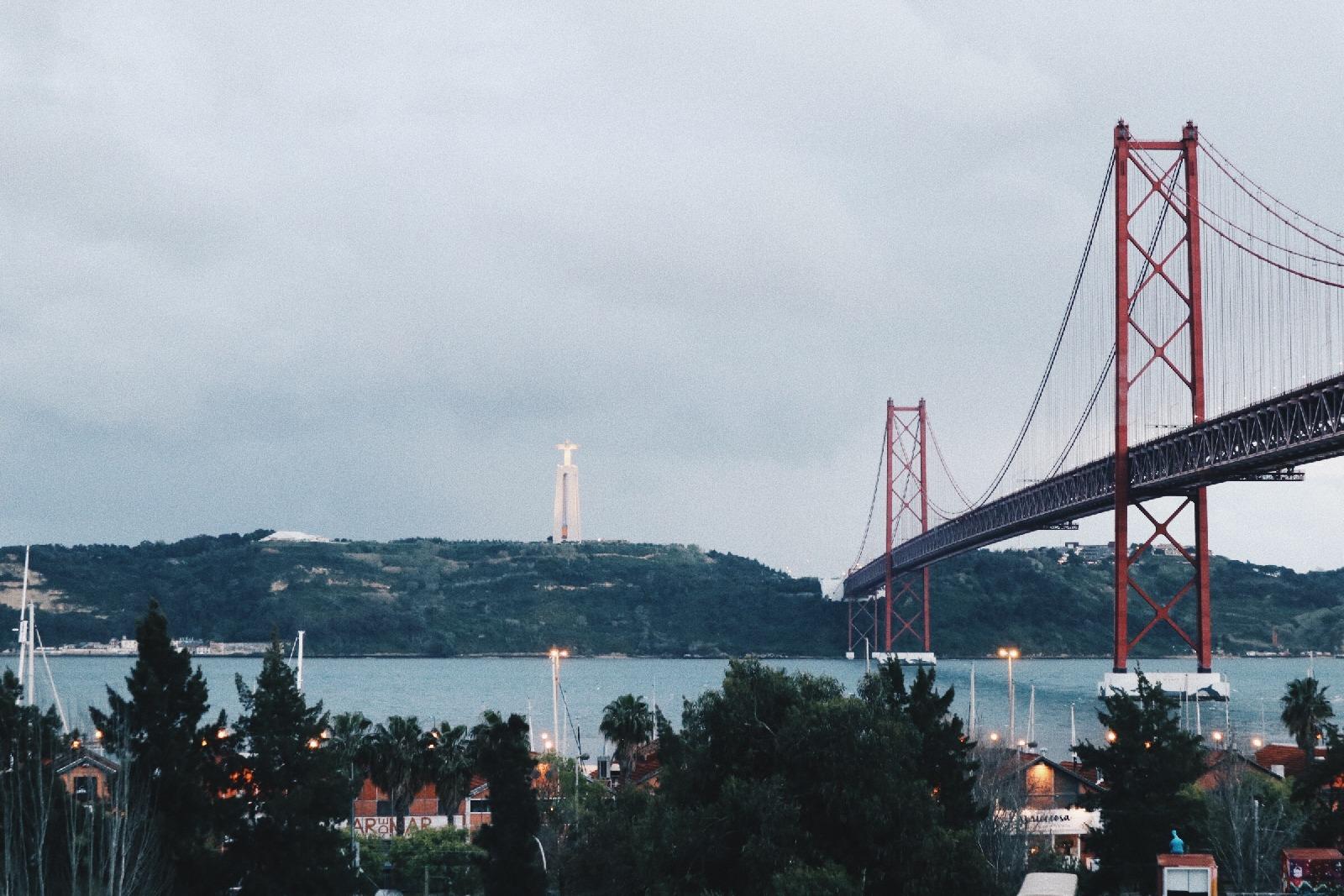 rio maravilha bridge in Lisbon