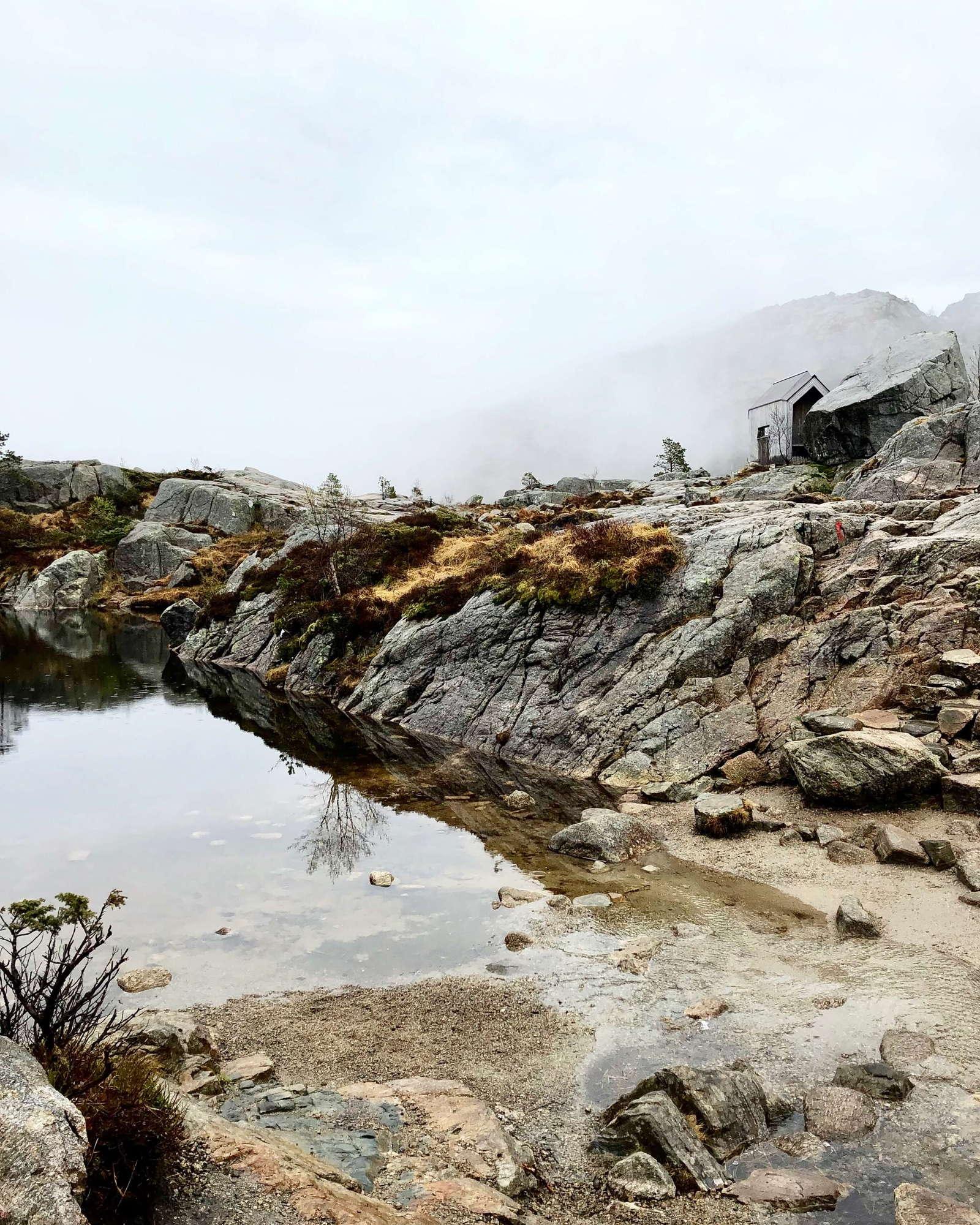hiking-preikestolen-pulpit-rock-norway