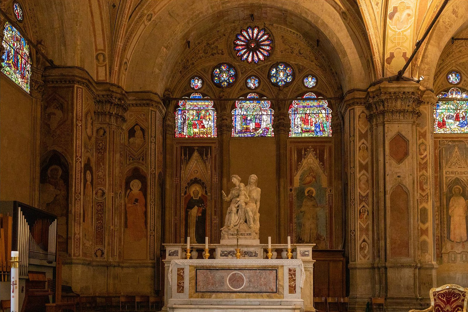 Stained glass and altar in Orsanmichele church