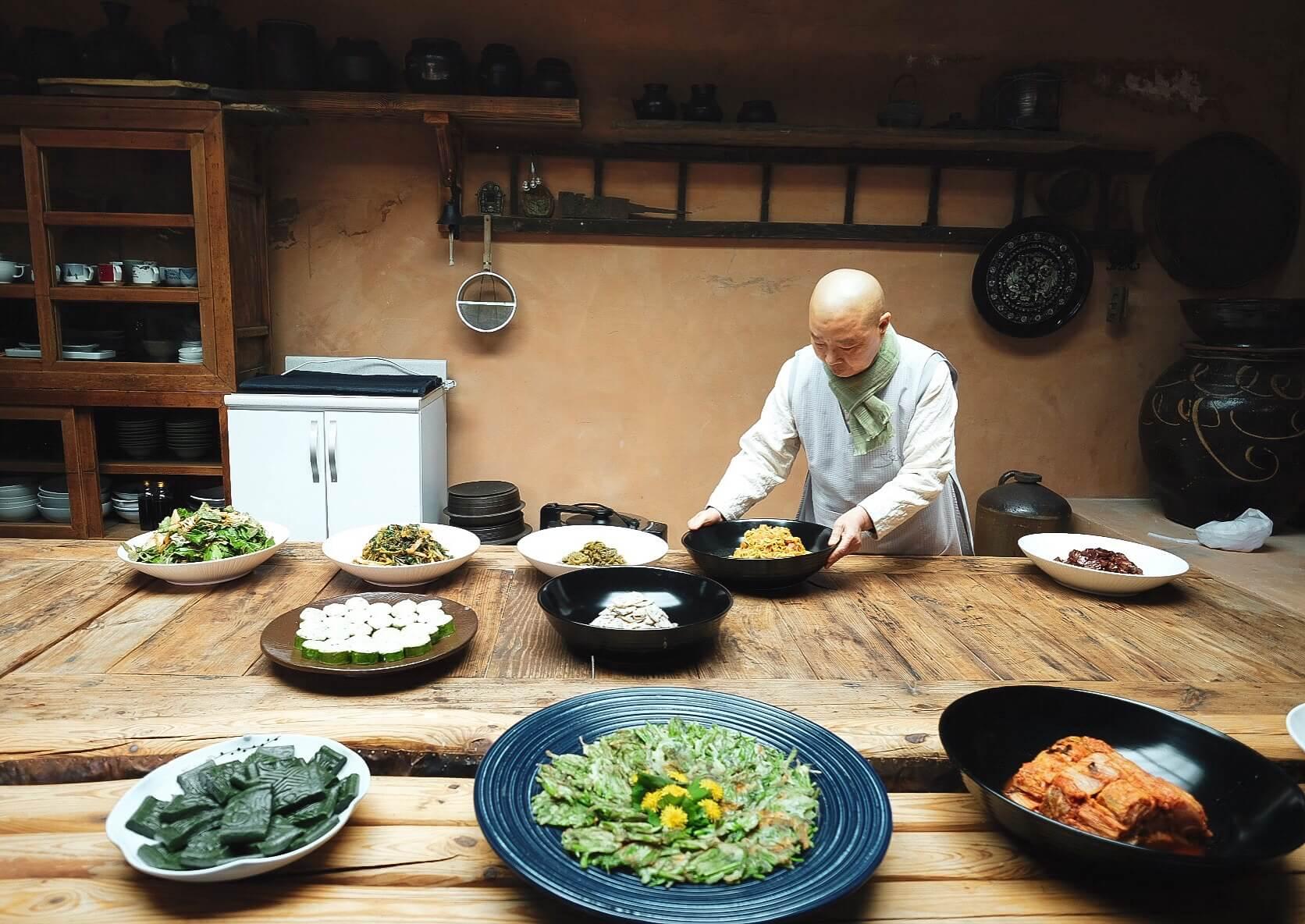 Chef Jeong Kwan preparing vegetarian food