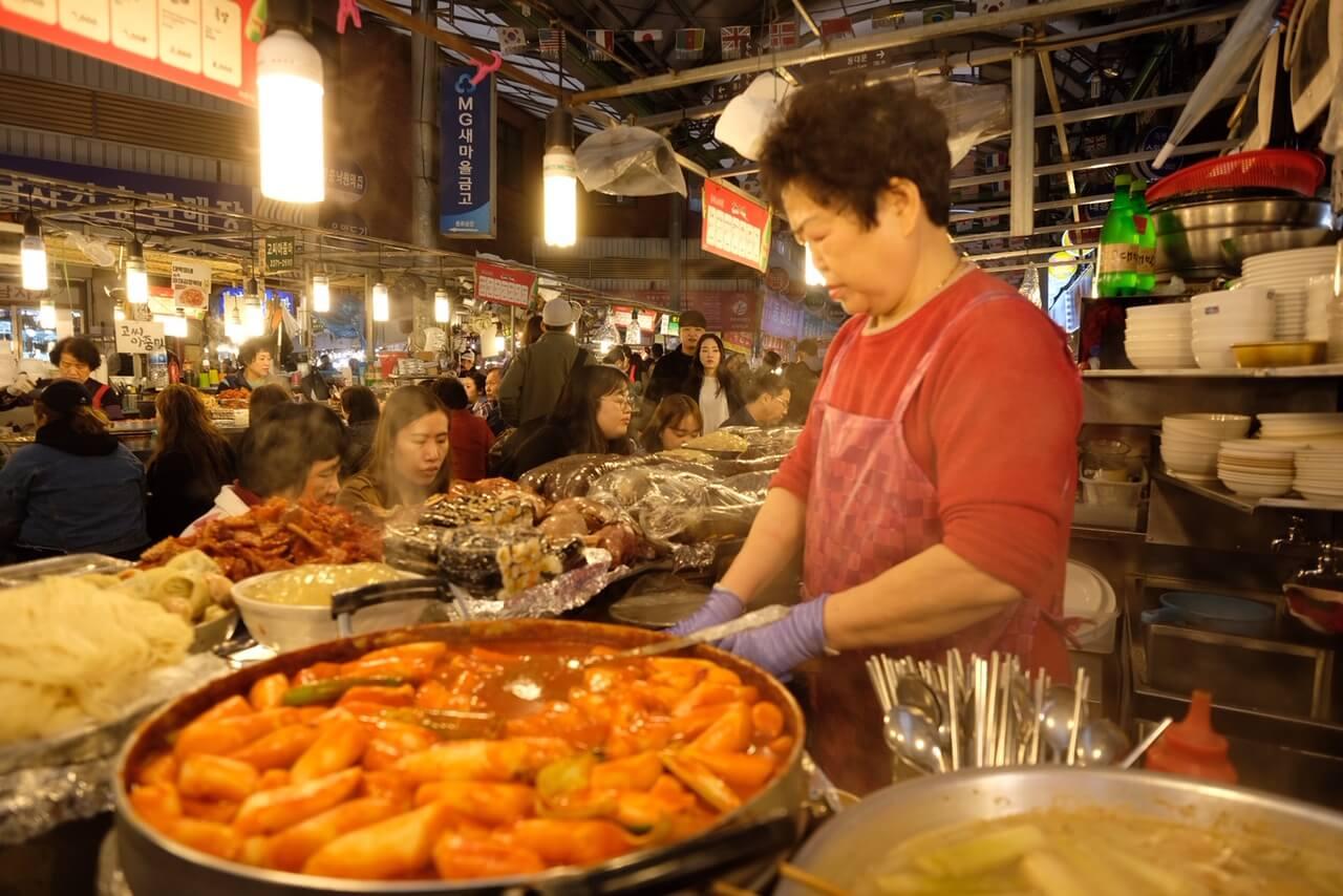 Woman preparing tteok-bokki