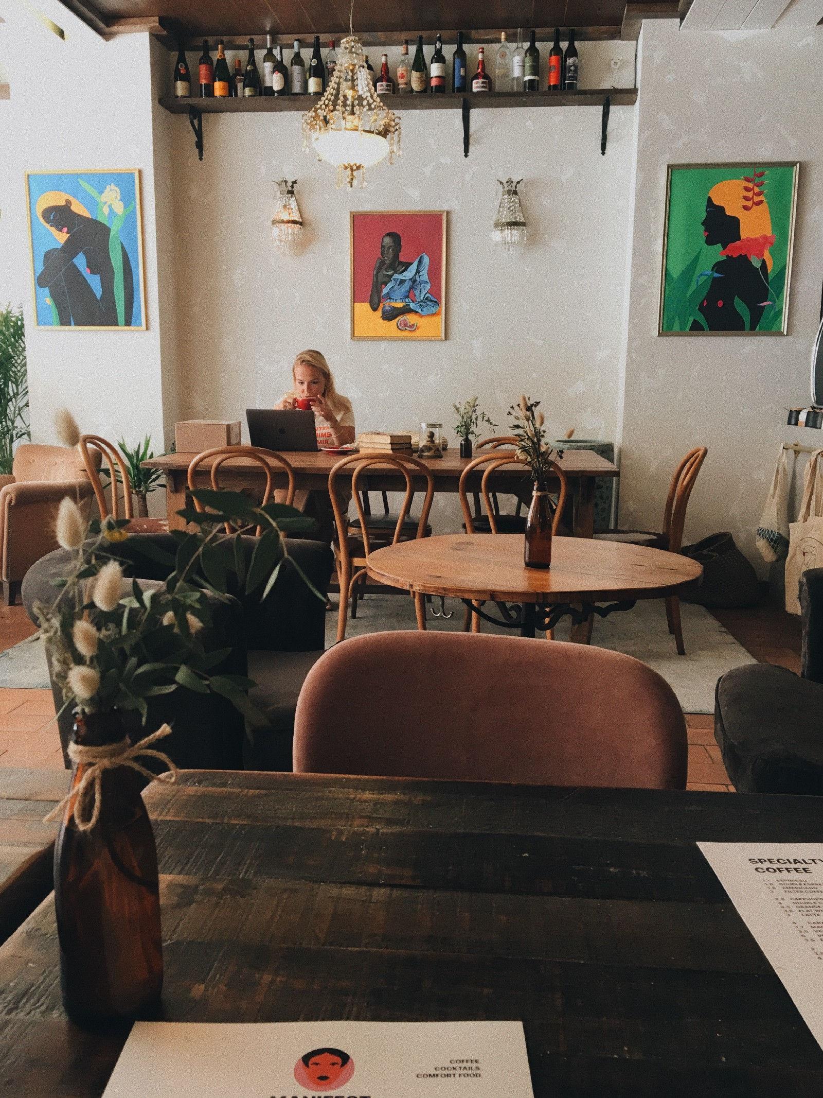 Debru Coworking Cafe Lisbon