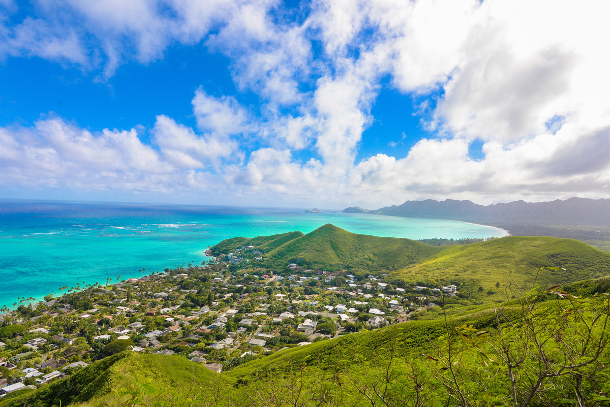 the mountains in Lanikai with views over the ocean